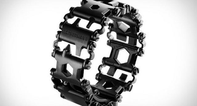 Bryły modułów ze stali - osobno narzędzia, razem biżuteria