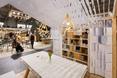 Architektura wnętrz - pawilon z drewna i papieru