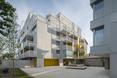 """""""Urban Spaces"""" - obiekt wielorodzinny autorstwa ADN Birou de Arhitectura. Widok od strony wewnętrznego dziedzińca"""