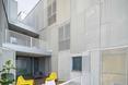"""""""Urban Spaces"""" - obiekt wielorodzinny autorstwa ADN Birou de Arhitectura. Tarasy przy apartamentach"""