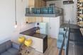 """""""Urban Spaces"""" - obiekt wielorodzinny autorstwa ADN Birou de Arhitectura. Wysoki apartament z antresolą"""