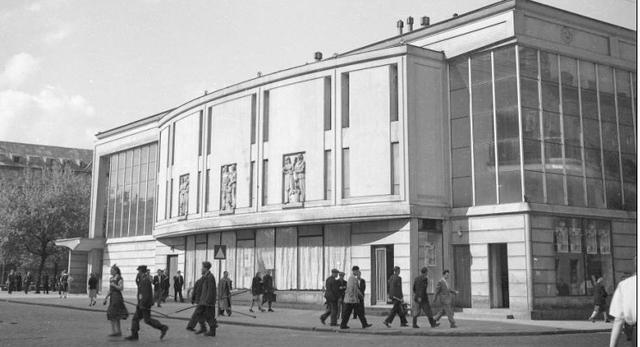 Kino Praha w Warszawie - jedna z brył przywoływanych na wystawie Zaraz po wojnie, Zachęta