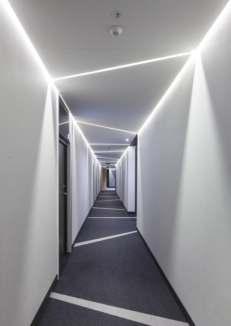 Współczesna architektura wnętrz i akustyka. Przykład zastosowania systemu RIGIPS AKU