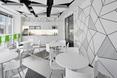 Architektura wnętrz Warsaw Spire, jadalnia w szarościach i bieli