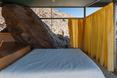 Frey House II. Sypialnia w modernistycznym domu