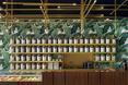 Mosiądz, palisander i szkło w wyposażeniu herbaciarni