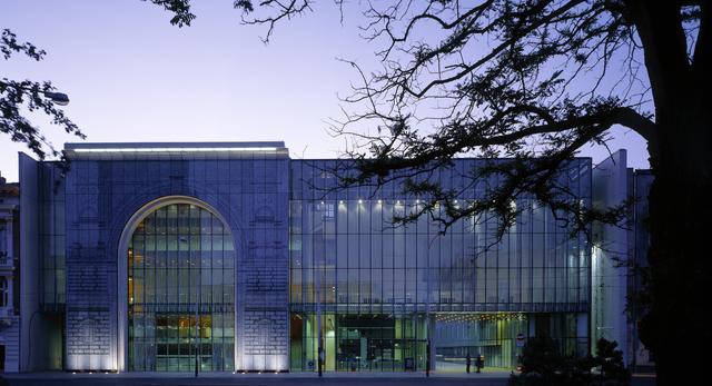 Szklana bryła. Filharmonia w Łodzi, projekt biuro architektoniczne Atelier Loegler i Partnerzy