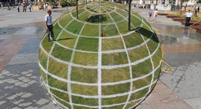Op-art w przestrzeni miejskiej - fascynujące złudzenie optyczne stworzone przez François Abelaneta