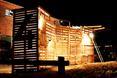 Drewniane pawilony od Bureau Detours - akcja w przestrzeni miejskiej