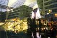 Lotnisko w Monachium. Nocą podświetlona konstrukcja robi niesamowite wrażenie