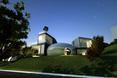Cocon House został usytuowany na wzgórzu. Co sądzicie o takiej architekturze?