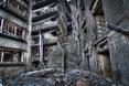 Opustoszałe i zapadłe budynki na wsypie Hashima przyciągją wielu turystów