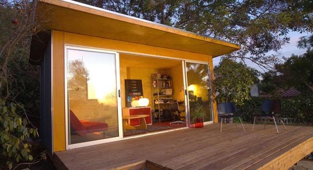 Projekt małego domu od Yeh Studio to przede wszystkim funkcjonalność. Dom zlokalizowany jest w Los Angeles