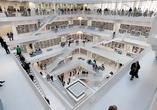 Biblioteka w Stuttgarcie. Niezwykłe wnętrze prostej bryły Eun Young Yi