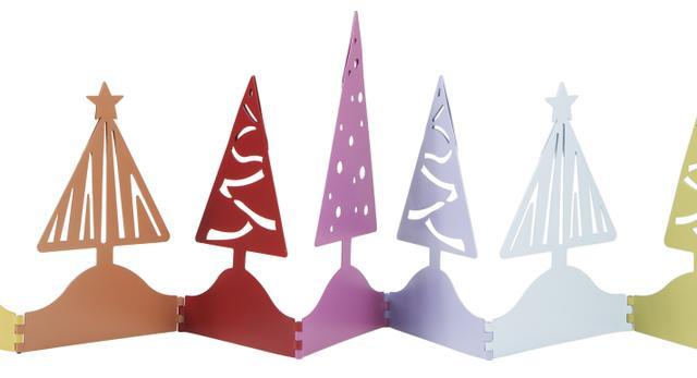 Podobną dekoracje możemy wykonać z kolorowego papieru, którey zginamy w popularny wachlarz, wycinając odpowiednie kształty