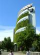 Consorcio Santiago Building to idelany przykład współgrania zieleni z nowoczesną architekturą