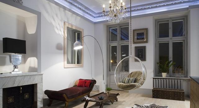 Wnętrza domów i wnętrza mieszkań. Czy sztukateria nadal jest modna? Zobacz zdjęcia.