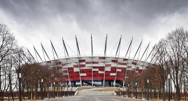 Stadion Narodowy kończy rok! Piękne zdjęcia bryły i historia architektury najważniejszej polskiej areny. Którzy architekci byli związani w jego historią?