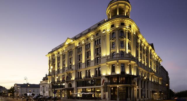 Hotel Bristol w Warszawie dołączył do grupy The Luxury Collection! Mnóstwo zdjęć odnowionej architektury i architektury wnętrz.