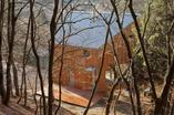 Bryła letniska w Czechach zamieniona na dom całoroczny. Zobaczcie jak ciekawie zaaranżować dom w lesie