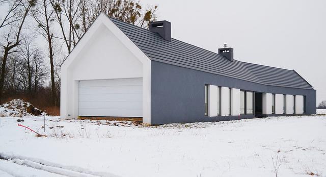 Nowoczesna architektura. Zobaczcie niesamowita bryłę domu pod Poznaniem projektu PL Architekci. Galeria zdjęć